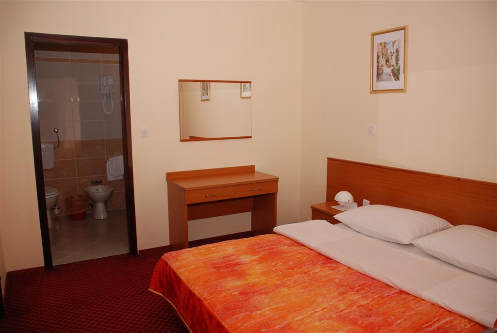 Hotel Zagreb a Villa Pinia polpenzia - 11